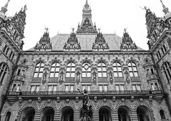 Courtyard of Hamburg Rathhaus (setoboonhong) Tags: travel hamburg germany city hall rathaus architecture renaissance revival courtyard fountain monochrome overcast day