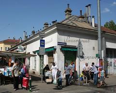 Sauerkraut (Wolfgang Bazer) Tags: sauerkraut vorstadtaufstand puber ottakring brunnenmarkt strasenecke street corner wien vienna österreich austria