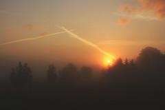 6:11 (sommerpfuetze) Tags: sonnenaufgang nebel pommern mecklenburgvorpommern fog natur dunst vorpommern himmel sky himmlisches morgens sun sunrise sonne cloud rot fensterblick