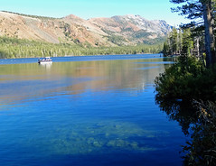 Clear Water, Lake Mary, Mammoth Lakes, CA 2017 (inkknife_2000 (9.5 million views)) Tags: easternsierranevada california usa landscapes mountains snow snowonmountains dgrahamphoto lakemary mountainlakesregion reflectiononwater waterreflections boatonlake clearwater