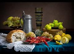 BODEGÓN CON CANGREJOS DE RÍO (Miguel Calleja) Tags: stilllife stilleben naturemorte naturamorta naturalezamuerta jarra pitcher pichet pan bread pain higos figs figues cangrejos crabs limones citrons lemons uvas grapes raisin bodegón