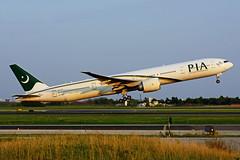 AP-BID (PIA) (Steelhead 2010) Tags: pakistaninternational pia boeing b777 b777300er yyz apreg ap apbid