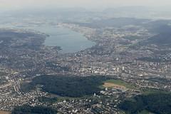 Zürich Switzerland aerial view (roli_b) Tags: zrh zh zurich zurigo zürich city ciuada stadt ville zürichsee zentrum bahnhof hauptbahnhof switzerland suisse suiza svizzera travel viajar turismo tourism window seat luftbild luftaufnahme aerial view