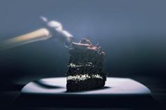 257/365 - Smash the diet (katatomicuk) Tags: chocolatecake slice hammer