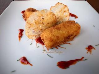 Crocchette di patate aromatizzate al rosmarino e ketchup di pomodoro datterino  Rosemary potatoes croquettes and tomato datterino ketchup 😋