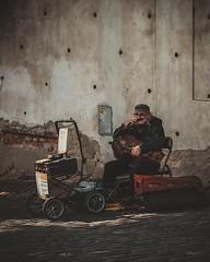 Pouliční muzikant. (Robert Hájek) Tags: czech czechrepublic sonya7ii sony praha prague city citylife