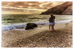 Junio junto al mar (bit ramone) Tags: almería andalucía españa spain cabodegata mar sea mediterráneo niñas girls playa beach atardecer sunset bitramone pentax pentaxk3ii