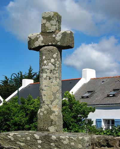 Belle-Île-en-Mer: Bangor church cross