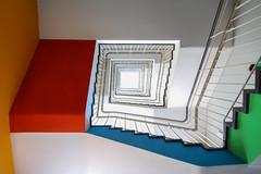 Das Leben ist bunt (Elbmaedchen) Tags: stairs staircase stairwell stufen steps architecture architektur roundandround interior color farbig gelbrotblaugrün
