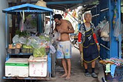 the vegetable lady with a customer (the foreign photographer - ฝรั่งถ่) Tags: vegetable lady vendor cart khlong lard phrao portraits street bangkhen bangkok thailand nikon d3200