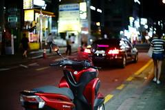 2200/1957 (june1777) Tags: snap street seoul night light bokeh sony a7ii leitz leica summilux m 50mm f14 800 clear