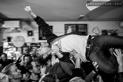 Modern Love (morten f) Tags: modern love punk band oslo norge norway no 53 grønland crowdsurf vokal singer people crowd publikum 2018