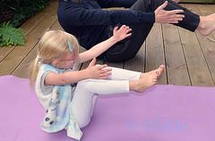 180826 gyO 180830 © Théthi ( 5 shots ) (thethi: pls read my first comment, tks) Tags: enfant jeu extérieur sport gymnastique yoga apprentissage vacances uccle bruxelles belgique belgium faves49 bestof2018 setpeople setvosfavorites setaout