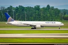 [IAD.2014] #United.Airlines #UA #Boeing #B767-400 #N76065 #awp (CHR / AeroWorldpictures Team) Tags: united airlines boeing 767400 msn 29460 876 eng cf680 reg n76065 rmk fleet number 0065 history aircraft first flight built site everett kpae wa usa delivered continentalairlines co coa cabin config c20y236 opf continentalmicronesia cs cmi based guam tsf unitedairlines ua ual reconfigured c39y203 b767 b764 plane aircrafts airplane planespotting washington dc iad dulles airport kiad american airways aeroworldpictures awp nikon d300s zoomlenses nikkor 70300vr raw lightroom 2014