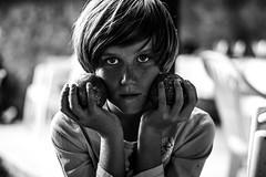 Portrait du pétanqueur (PaxaMik) Tags: portrait portraitnoiretblanc noiretblanc noir pétanque pétanqueur jeudeboules black blackandwhitephotos contrast mains hands regard