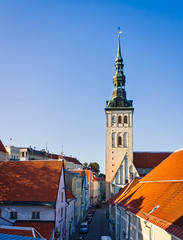 Niguliste church and Rüütli street early in the morning (Tigra K) Tags: tallinn harjucounty estonia ee 2018 architecture baroque church city cross gothic metal niguliste road roof spire tower weathervane window arch pattern