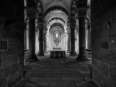 Krypta im Dom zu Speyer (Julius310) Tags: dom speyer kirche krypta architektur black white sw schwarzweis lumixg9 romanischearchitektur romanisch lumix panasonic monochrome bauwerk church cathedral crypt altar