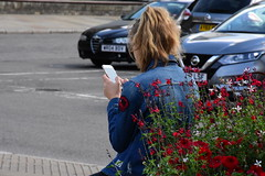 Messages (Bury Gardener) Tags: streetphotography street streetcandids suffolk snaps strangers candid candids people peoplewatching folks burystedmunds england eastanglia uk britain nikond7200 nikon 2018 angelhill