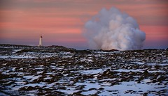 Sunset - Southern Iceland (The Voyageur) Tags: iceland islande islandia sunset lighthouse phare neige snow froid cold hiver winter volcano volcan nord north artic nikon nikonpassion nikond750 nikonfrance landscape paysage dof nature sky