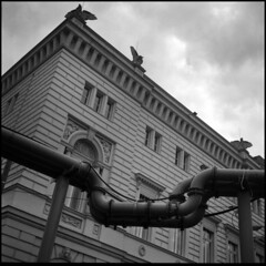 Building and Pipeline (Giorgio Verdiani) Tags: rolleiflex tessar 75mm t tlr twinlensreflex 6x6 mediumformat medioformato ilford hp5 400asa 400iso film pellicola blackandwhite biancoenero square quadrato architecture architettura building edificio berlino berlin germany germania pipings pipes tubi tubature pipeline