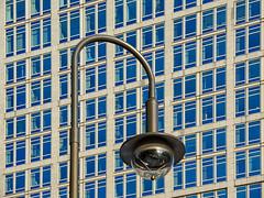 Lines vs Curve (Lumen Candela) Tags: laterne streetlamp fassade facade windows fenster glas spiegelung axelspringerstrase berlin germany
