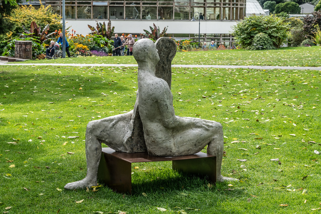 SAME SAME DIFFERENT BY BRIAN SYNNOTT CATALOGUE REFERENCE 142 [SCULPTURE IN CONTEXT 2018 IN THE BOTANIC GARDENS]-144025