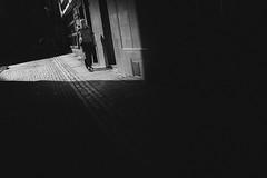 Spotlight (Zesk MF) Tags: bw black light cologne zesk fuji x100f dark minimal people menschen street candid urban walking