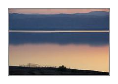On démolit des murs et on dresse des barrières (PtiteArvine) Tags: mermorte jordanie moyenorient mer sunset coucherdesoleil couleurs silhouettes elitegalleryaoi bestcapturesaoi