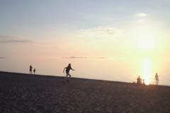 IMG_9290 (giltay) Tags: southamptonontario sunset lakehuron sun lake beach diana diana38mmsuperwide running chantryisland softfocus