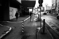 Crossroad (Leica M6) (stefankamert) Tags: analog film grain noir street noiretblanc blackandwhite blackwhite crossroad tübingen people tones mood leica m6 leicam6 summicron summicrondr dr dualrange kodak trix city