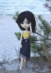 Avery at the beach (Dragonella~) Tags: pullip doll avery kaela pullipkaela pullipdoll pullipavery sea seaside obitsu rewigged cancan jseries black beach sand groove junplanning nikon d5100 dragonella