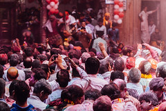 Crowd in Shri Banke Bihari Mandir, Vrindavan India (AdamCohn) Tags: abeer adamcohn bankebiharimandir hindu india shribankeybiharimandir vrindavan gulal holi pilgrim pilgrimage अबीर गुलाल होली
