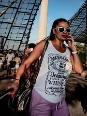 Menschen im Olympiapark Sommer 18 - Party im Park (116).jpg (Ralphs Images) Tags: streetphotography moods mft menschen olympuszuikolenses ralph´simages stimmungen panasoniclumixg9