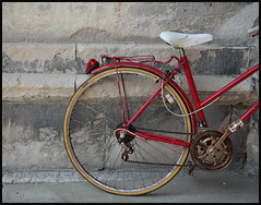 Rouen #1 2007; Red Bicycle (hamsiksa) Tags: france normandie genre stilllife bicycle velo rouen french dailylife