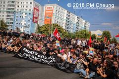 Rudolf-Heß-Gedenkmarsch 2018: Mord verjährt nicht! Gebt die Akten frei! Recht statt Rache  und Gegenprotest: Keine Verehrung von Nazi-Verbrechern! NS-Verherrlichung stoppen! – 18.08.2018 – Berlin –IMG_6210 (PM Cheung) Tags: rudolfhessmarsch wwwpmcheungcom berlin mordverjährtnichtgebtdieaktenfreirechtstattrache neonazis demonstration berlinspandau spandau friedrichshain hesmarsch rudolfhes 2018 antinaziproteste naziaufmarsch gegendemonstration 18082018 blockade npd lichtenberg polizei platzdervereintennationen polizeieinsatz pomengcheung antifabündnis rechtsextremisten protest auseinandersetzungen blockaden pmcheung mengcheungpo pmcheungphotography linksradikale aufmarsch rassismus facebookcompmcheungphotography keineverehrungvonnaziverbrechernnsverherrlichungstoppen antifaschisten mordverjährtnicht rudolfhesmarsch sitzblockaden kriegsverbrechergefängnisspandau nsdap nskriegsverbrecher geschichtsrevisionismus nsverherrlichungstoppen hitlerstellvertreterrudolfhes 17august1987 rathausspandau ichbereuenichts b1808 festderdemokratie verantwortungfürdievergangenheitübernehmen–fürgegenwartundzukunft rudolfhessmarsch2018 rudolfhesgedenkmarsch rudolfhesgedenkmarsch2018