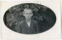 . (Kaïopai°) Tags: portrait portraiture boy junge bub kind child vintage gesicht face blick sicherheitsnadel