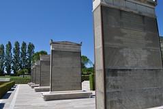 Cassino - Cimitero Militare del Commonwealth (Lupomoz) Tags: cassino cimitero militare commonwealth lupomoz eric fletcher waters monolite