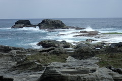 Shihtiping un peu plus tard (3) (8pl) Tags: côte taïwan roche rochers eau mer océan vagues mouvement agitation remous pierre baie paysage marin maritime shihtiping