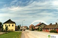 tm_5395 (Tidaholms Museum) Tags: färgat positiv stadsvy bostadshus landsväg
