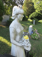 Bride Holding Bouquet Statue Green-wood Cemetery 1170 (Brechtbug) Tags: white marble lady holding bridal bouquet who died her wedding day statue september nyc 09162018 grief greenwood cemetery mourning death burial monument sculpture tombs cross tomb stone remembrance loss bereavement profile brooklyn new york city 2018 antonio tortorella born 1910 1996