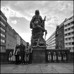 Group picture with statue
