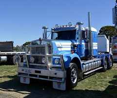 Kenworth (quarterdeck888) Tags: trucks photos truckphotos australiantrucks outbacktrucks workingtrucks primemover class8 overtheroad interstate frosty quarterdeck jerilderietrucks jerilderietruckphotos flickr bdoubles lorry bigrig highwaytrucks interstatetrucks nikon truck kenworth kenworthclassic kk kenworthclassic2018 truckshow truckdisplay workingclasstrucks noprizes wmodel