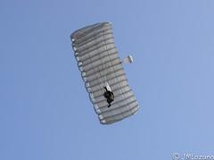 PARACAIDISTAS DE LA BRIPAC EN MELILLA (josmanmelilla) Tags: ejercito cielo azul paracaidistas helicpotero melilla españa patrulla aspa pwmelilla pwdmelilla flickphotowalk pwdemelilla