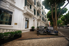 Historic cars in Hanoi, Vietnam (` Toshio ') Tags: toshio hanoi asia vietnam vietnamase hotel cars car street city french sofitellegendmetropole asian fujixt2 xt2 automobile auto