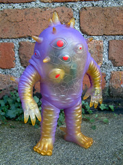 EYEZON (The Moog Image Dump) Tags: max toy mark nagata eyezon eye zon 2007 kaiju monster guts purple clear vinyl classic