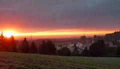 Gerade noch erwischt :-) (isajachevalier) Tags: sonnenuntergang abend abendstimmung abendrot landschaft sachsen dorf panasonicdmcfz150