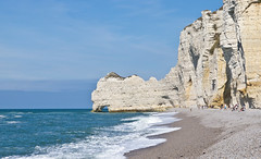 Klippen / Cliff # 1 (schreibtnix on 'n off) Tags: reisen travelling frankreich france étretat landschaft landscape meer sea brandung surf strand beach himmel sky klippe cliff olympuse5 schreibtnix