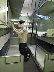 Sleeper car cabin (kevincrumbs) Tags: saitama 埼玉 omiya 大宮 therailwaymuseum railwaymuseum 鉄道博物館 jnr 国鉄 japanesenationalrailways 日本国有鉄道 jnr20series 国鉄20系客車 classnahanefu22sleepingcar ナハネフ221号b寝台緩急客車 train 電車 列車