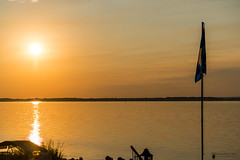 Golden hour (guysamsonphoto) Tags: guysamson goldenhour reflets monochrome fleuvesaintlaurent rivière rivièreduquébec saintpierrelesbecquets