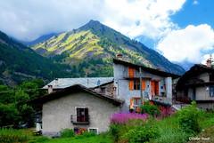 Un petit village tranquille en Italie (didier95) Tags: italie village montagne architecture maison paysage venesca